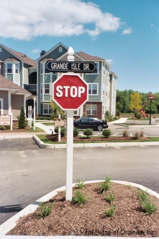grande-isle-drive-with-stop-sign
